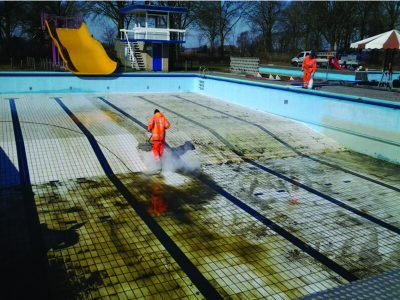 Zwembad schoonmaken